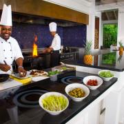 Culinária jamaicana: sabor intenso e grande variedade de temperos utilizados.  |  foto: divulgação Round Hill Hotel and Villas