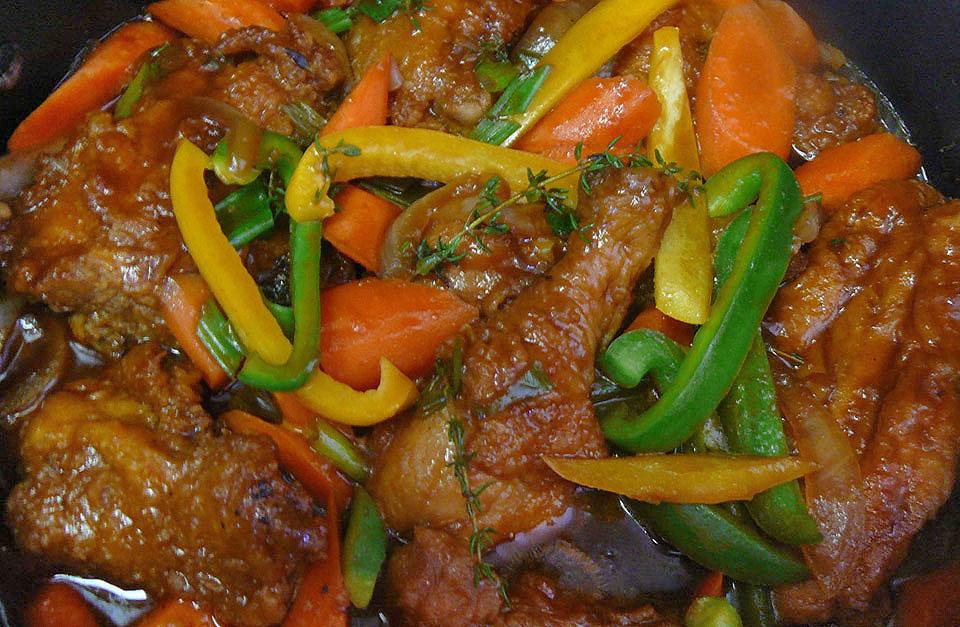 Jamaican Brown Stew Chicken  |  foto: reprodução internet
