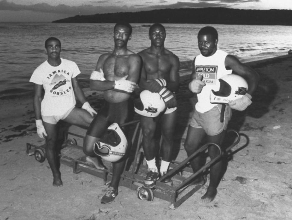 O time jamaicano de Bobsled em 88: White, Stokes, Harris e Powell. | foto: reprodução internet
