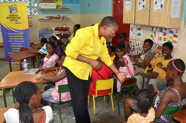 As crianças aprendem inglês nas escolas, língua oficial da Jamaica.  |  foto: reprodução internet