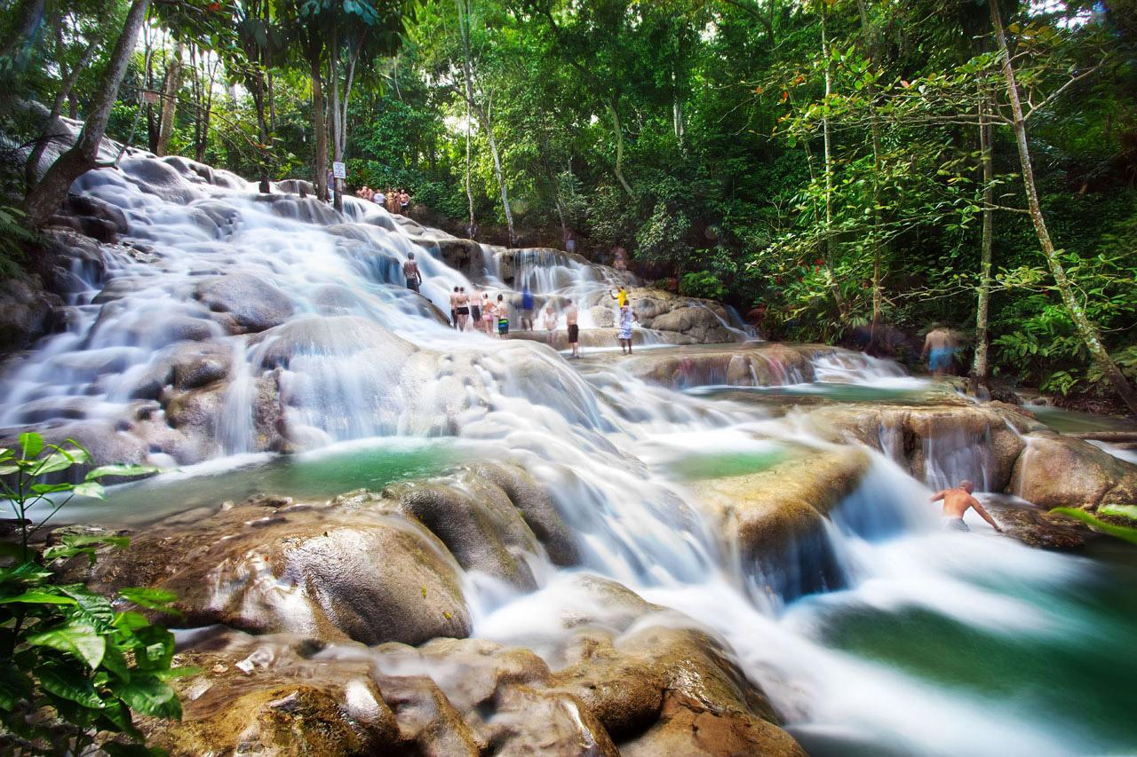 A exuberante Dunn's River Falls. Clique na foto para ver a galeria completa de Ocho Rios.
