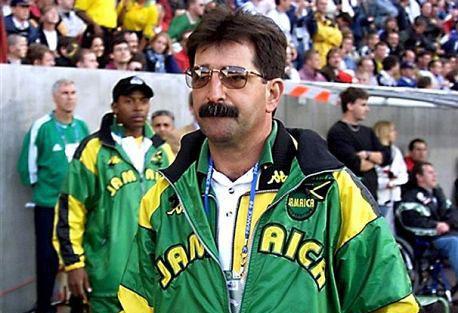 O técnico brasileiro conquistou a admiração dos jamaicanos com seu estilo de trabalho  |  foto: reprodução internet