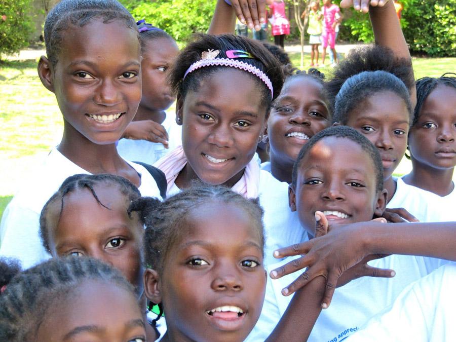 O sorriso e a alegria são marcas registradas do povo jamaicano desde a infância. | foto: reprodução internet