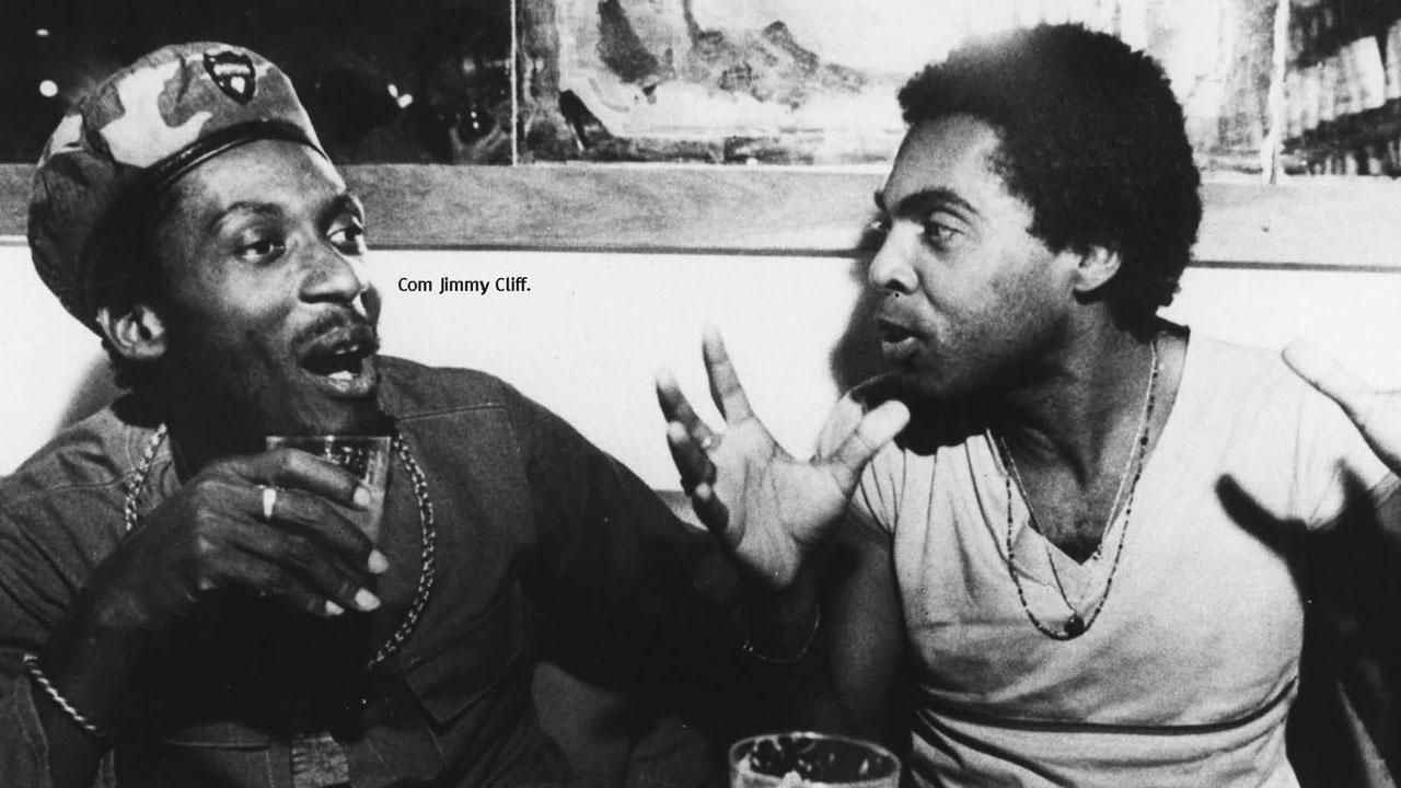 Um encontro histórico: Gilberto Gil e Jimmy Cliff.  |  foto: Acervo Gege Produções Artísticas | divulgação