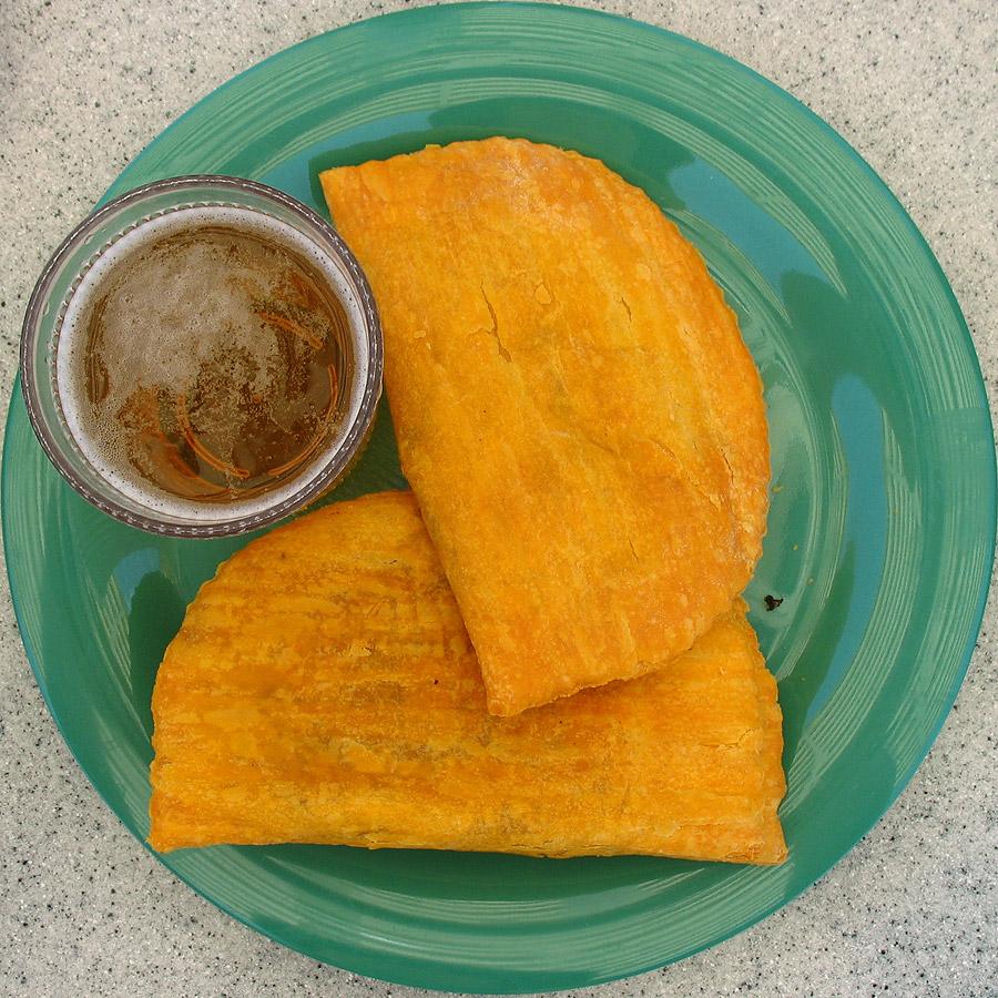 Patties, muito populares na Jamaica. | foto: reprodução internet