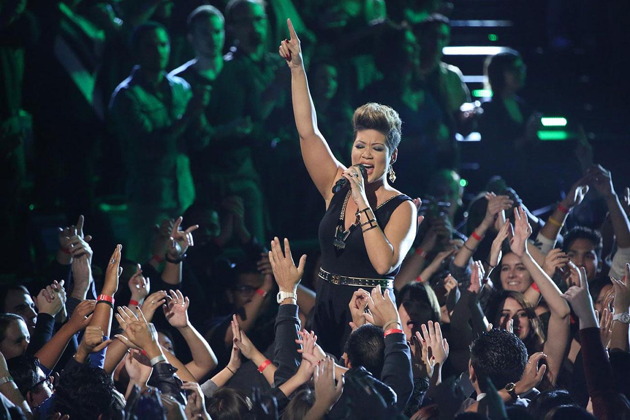 Tessane Chin leva o público ao delírio com sua performance vocal.  |  foto: reprodução internet
