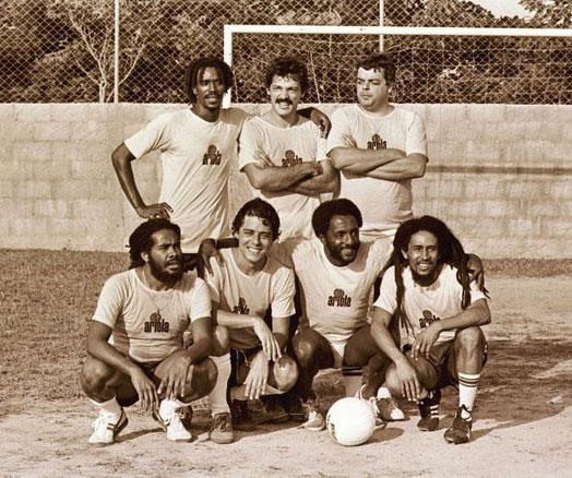 Um time de estrelas comandado por Bob Marley, Chico Buarque, Toquinho e Paulo César Caju.  |  foto: reprodução internet