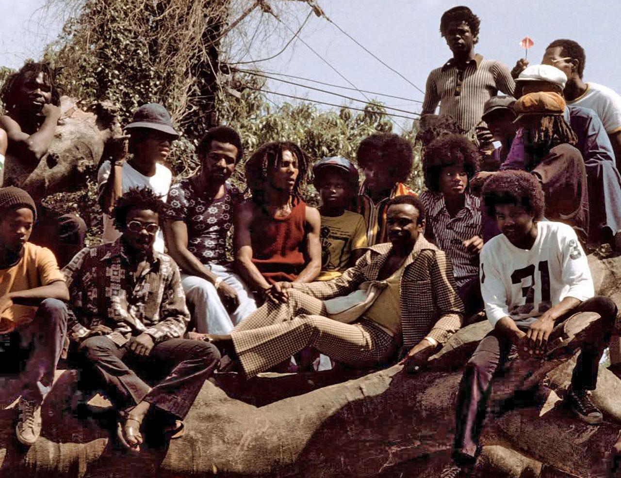 Foto histórica: Bob Marley e Michael Jackson, os reis do reggae e do pop juntos!  |  foto: reprodução internet