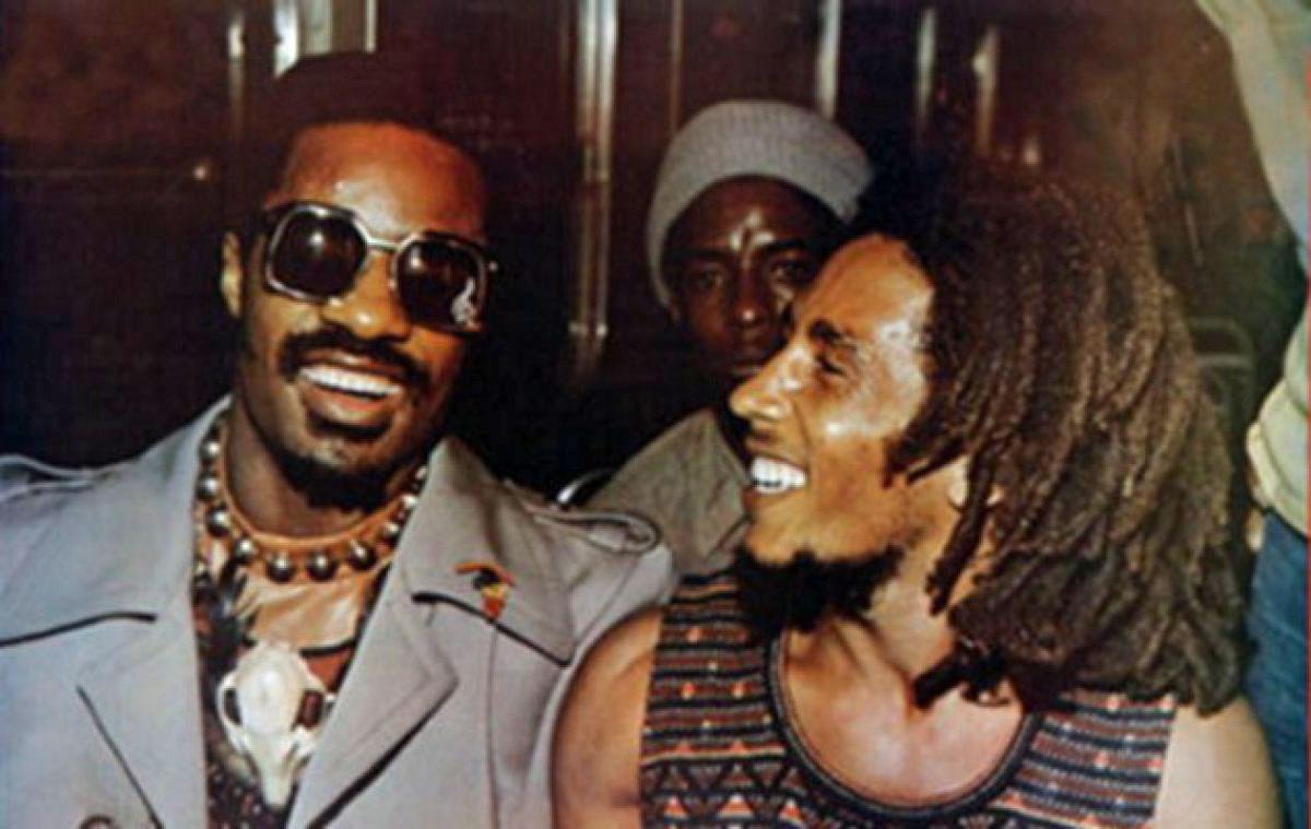 Bob Marley e Stevie Wonder, sintonia musical e positive vibes.  | foto: reprodução internet