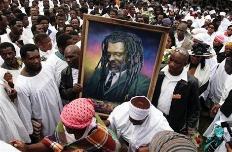 Após a morte trágica, parentes, amigos e fãs prestam uma última homenagem ao artista | foto: reprodução internet