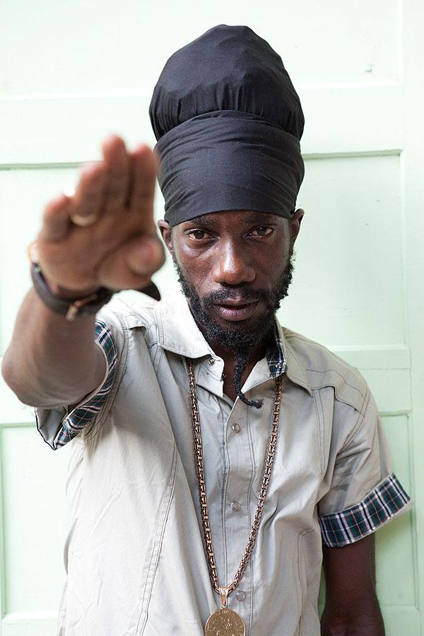 O cantor Sizzla é um dos artistas mais prolíficos da Jamaica. |  foto: reprodução internet