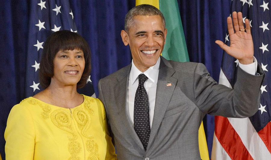 A primeira-ministra da Jamaica, Portia Simpson Miller, ao lado do presidente americano, Barack Obama.  |  foto: reprodução internet