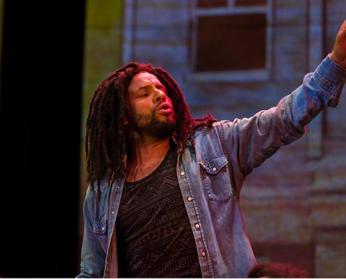 Mitchell Brunings personifica o rei do reggae, Bob Marley. | foto: divulgação | Richard Anderson