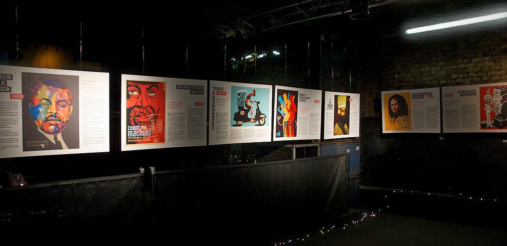 Exposição do artista em Berlim, na Alemanha. Peças que fogem ao clichê ao celebrar a cultura popular jamaicana. | foto: divulgação