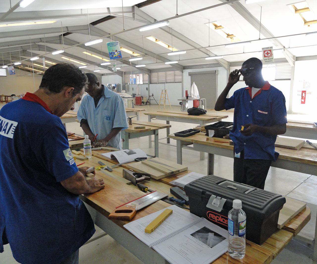 Instalações do Centro de Formação Profissional Brasil-Jamaica, em Kingston, Jamaica.  |  foto: reprodução internet