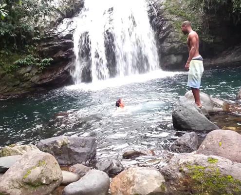 Um refrescante banho de cachoeira nas Montanhas Azuis | foto: reprodução internet