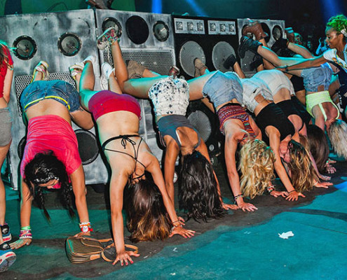 Aquecimento para exibição de dancehall | foto: reprodução internet
