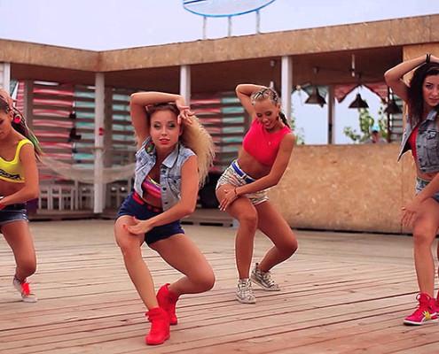 Dançarinas russas ensaiam dancehall | foto: reprodução internet